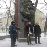 Присъстващите приветства посланика Петър Вълов